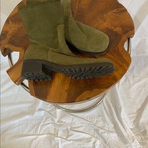 Eddie Bauer Hunter green suede boot